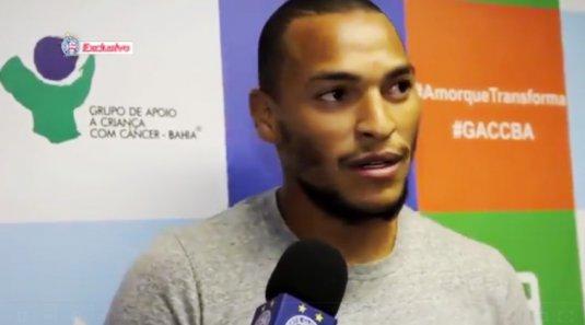 Titi, jogador do Bahia, visita o GACC-BA