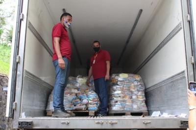 Atakadão Atakarejo doa cestas básicas