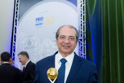 Presidente do GACC-BA é premiado