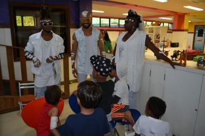 Timbalada visita as crianças do GACC-BA