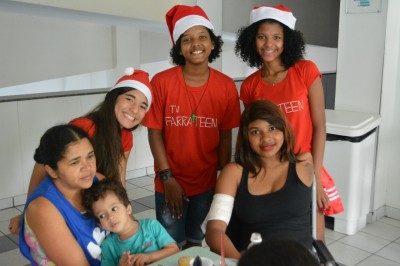 Pacientes se divertem com integrantes do canal de youtube Farra Teen TV