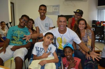 GACC-BA recebe artistas baianos para atividade com os pacientes
